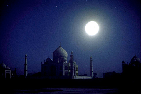 taj-at-full-moon